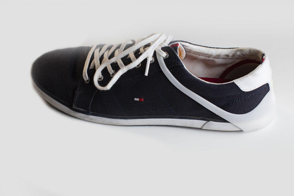 HeelGood - divatos cipősarokvédő. A napi használatban cipőd sarkát, kérgét elkoptatja az autókárpit vezetésközben. Termékünk erre jelent divatos megoldást.